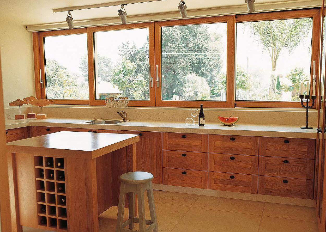 Casa residencial familiar ventanas de madera for Ventanales elevables