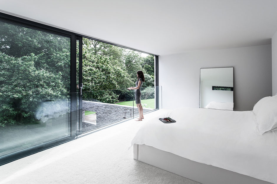 xBedroom-Panoramic-Glass-Wall-Ideas-14.jpg.pagespeed.ic.m_FBXtIMGF