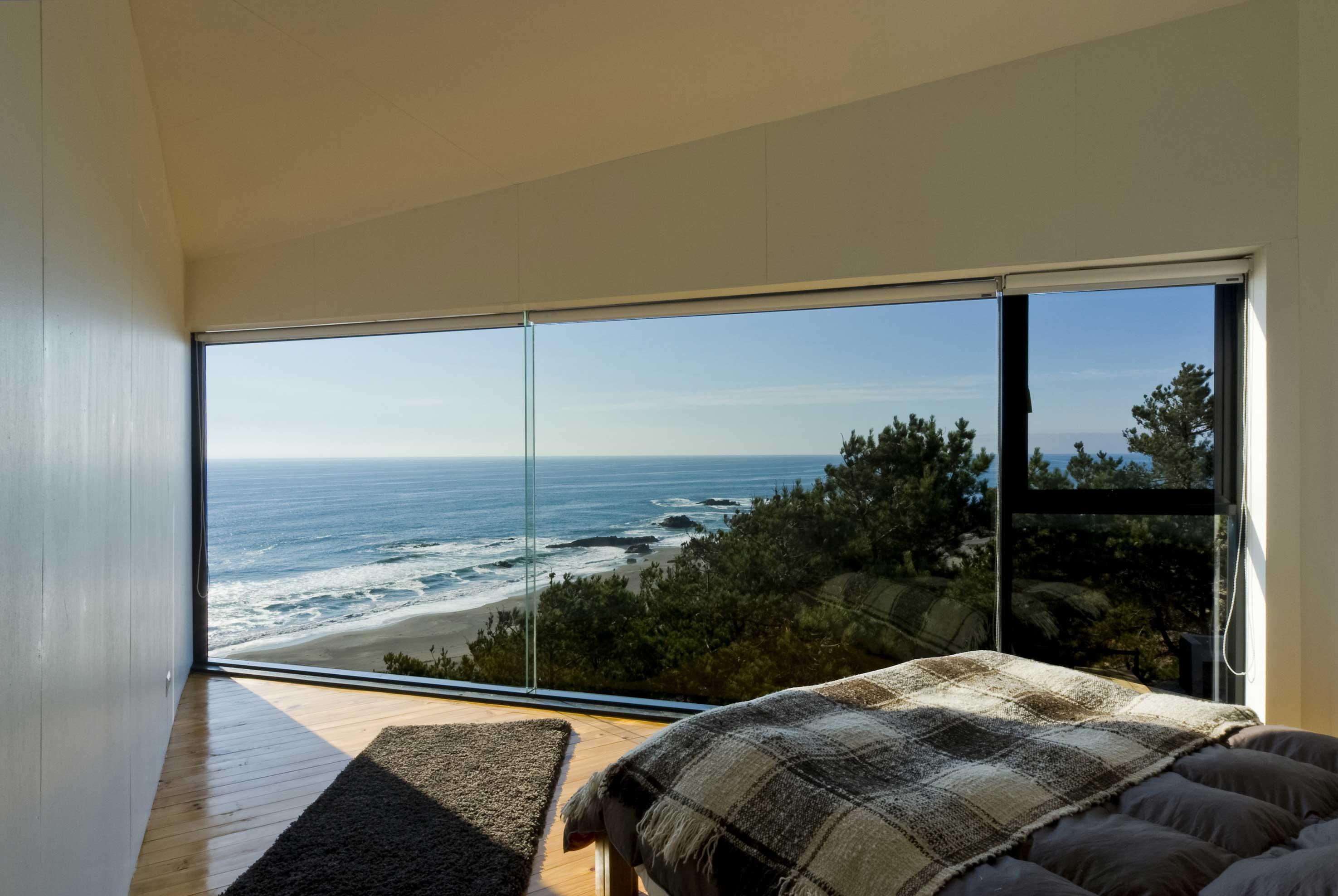 xBedroom-Panoramic-Glass-Wall-Ideas-8.jpg.pagespeed.ic.Ebbi4vaicJ